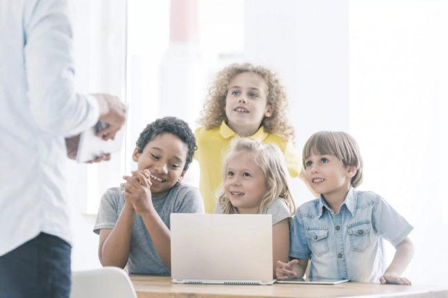 Kids-working-on-coding